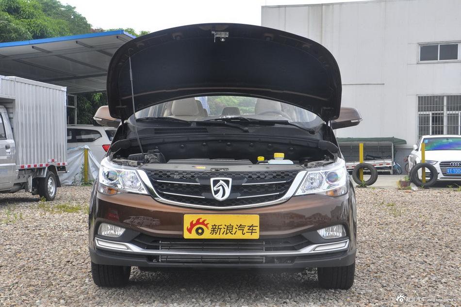 2016款宝骏730 1.5T手动标准版 7座