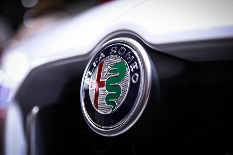 阿尔法·罗密欧Stelvio做工咋样?能比得过BMW吗?