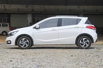 2017款宝骏310 1.5L自动豪华型
