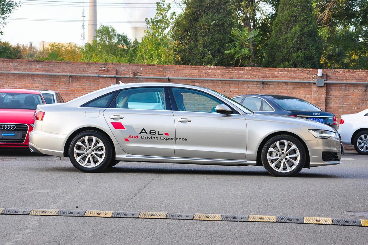 2017款奥迪A6L 3.0T自动45TFSI quattro运动型