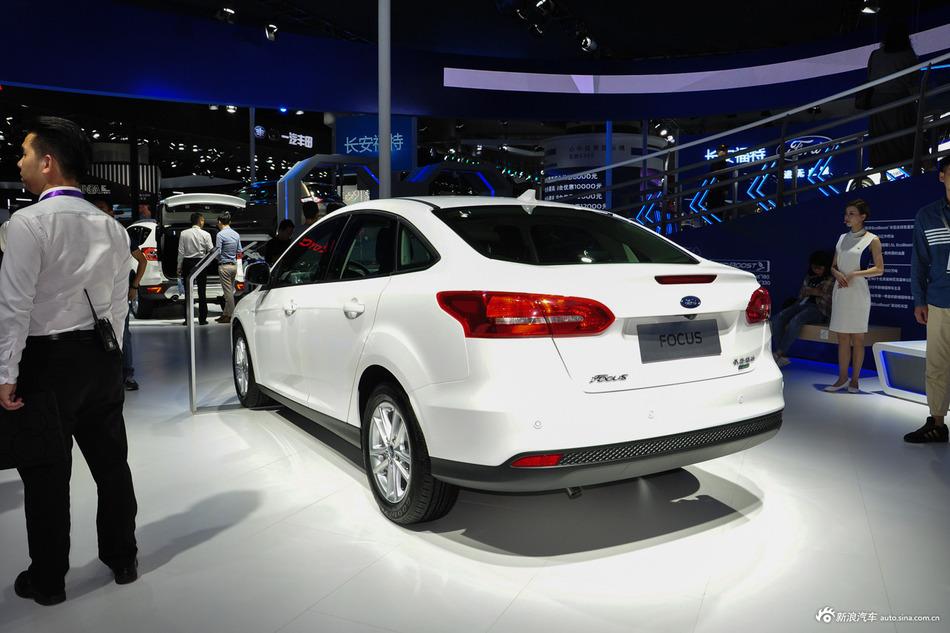 年底压轴新车优惠,福特福克斯现金最高优惠3.52万
