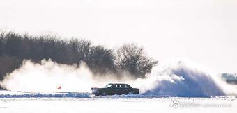 见过500万的红旗在雪地里漂移豁车吗?