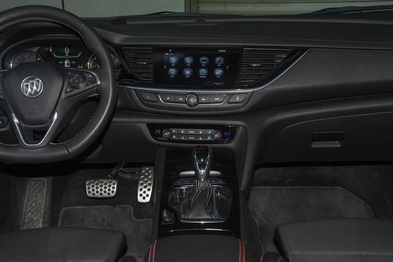 2017款君威GS 2.0T自动尊贵型28T