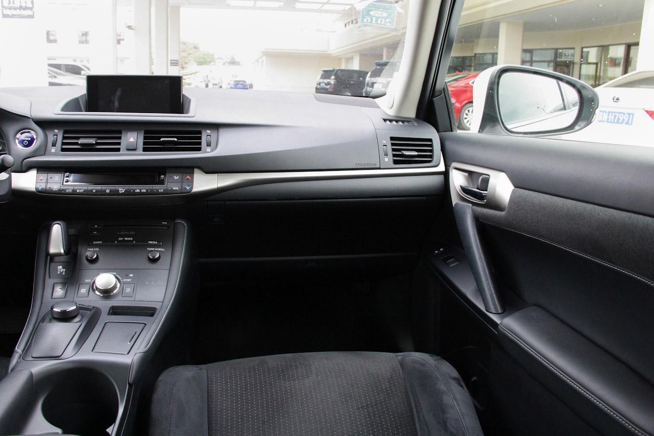 2014款雷克萨斯CT 1.8L自动200h舒适版双色