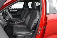 2019款沃尔沃XC40 2.0T四驱正午熔岩红T4
