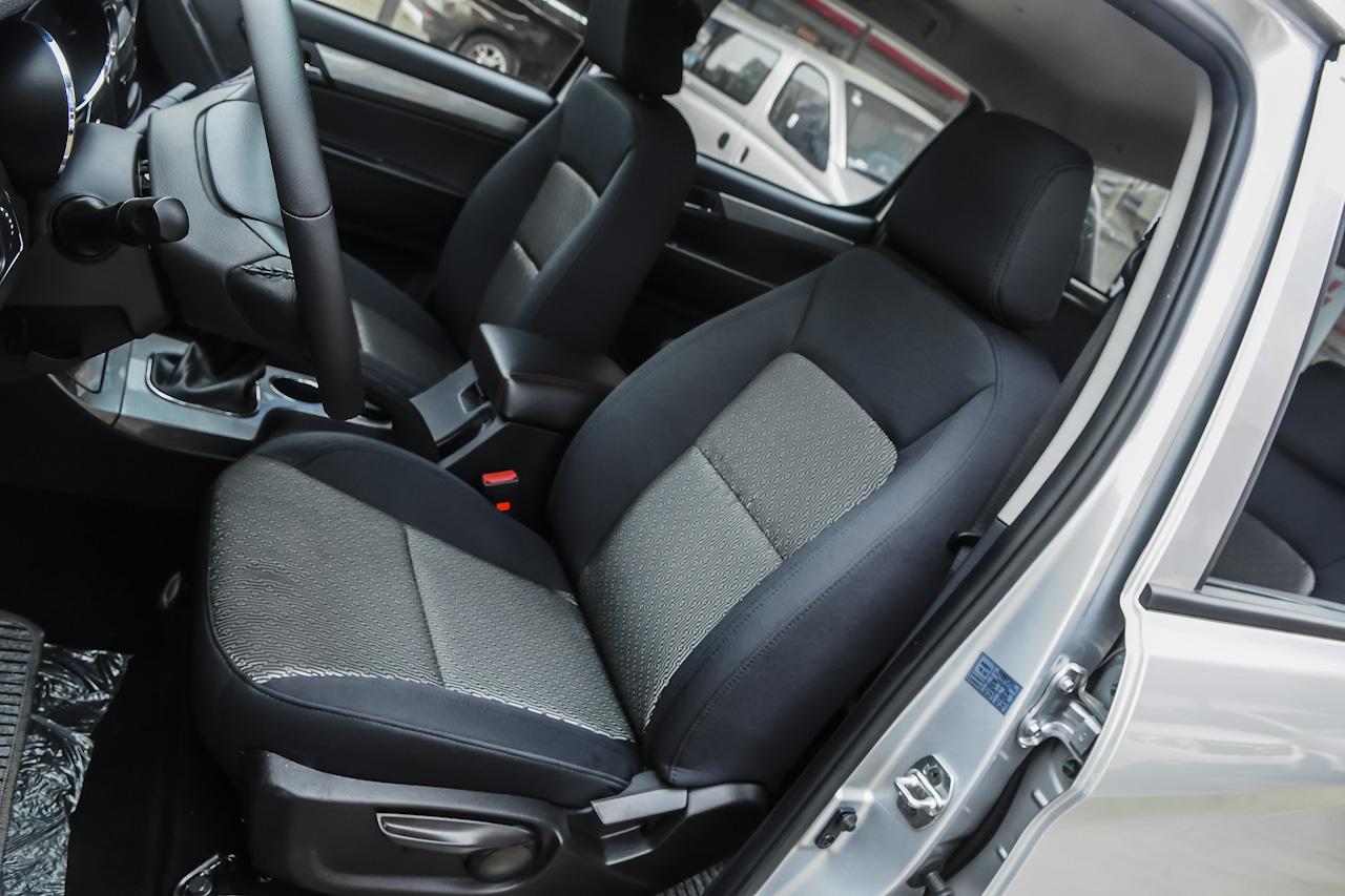 2015款帅铃T6 2.8T手动柴油进取型长轴HFC4DA1-2C
