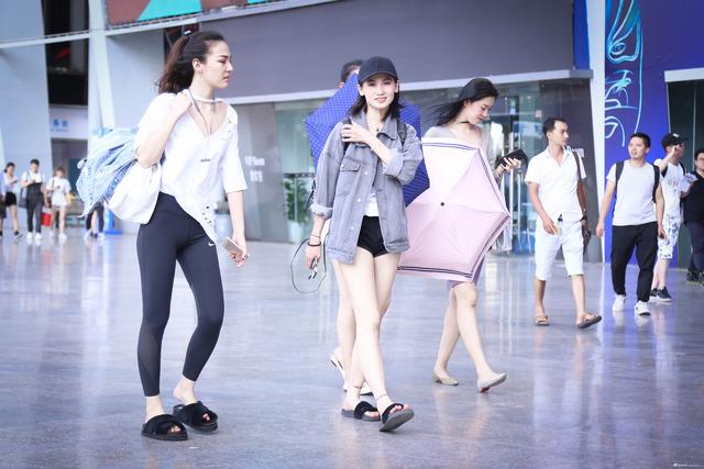 2017成都车展 95%以上的妹子选择穿超短裤