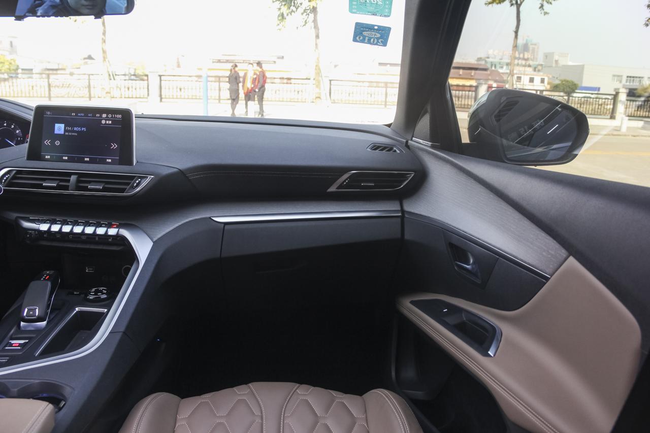 2017款标致5008 1.8T自动380THP豪华GT版7座