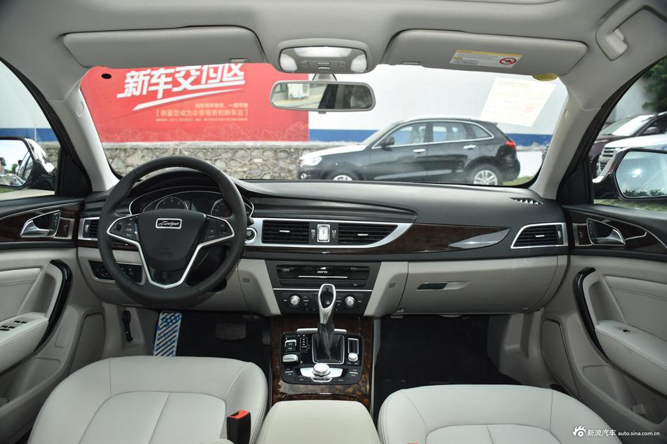 2016款众泰Z700 1.8T自动DCT豪华型 宝石红