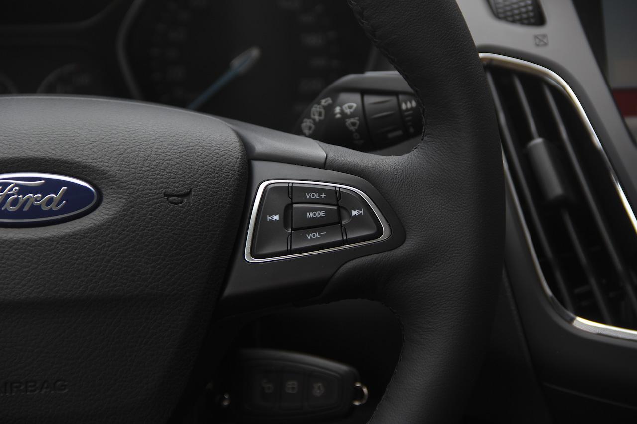 2017款福克斯两厢1.0T自动超能风尚型智行版EcoBoost 125