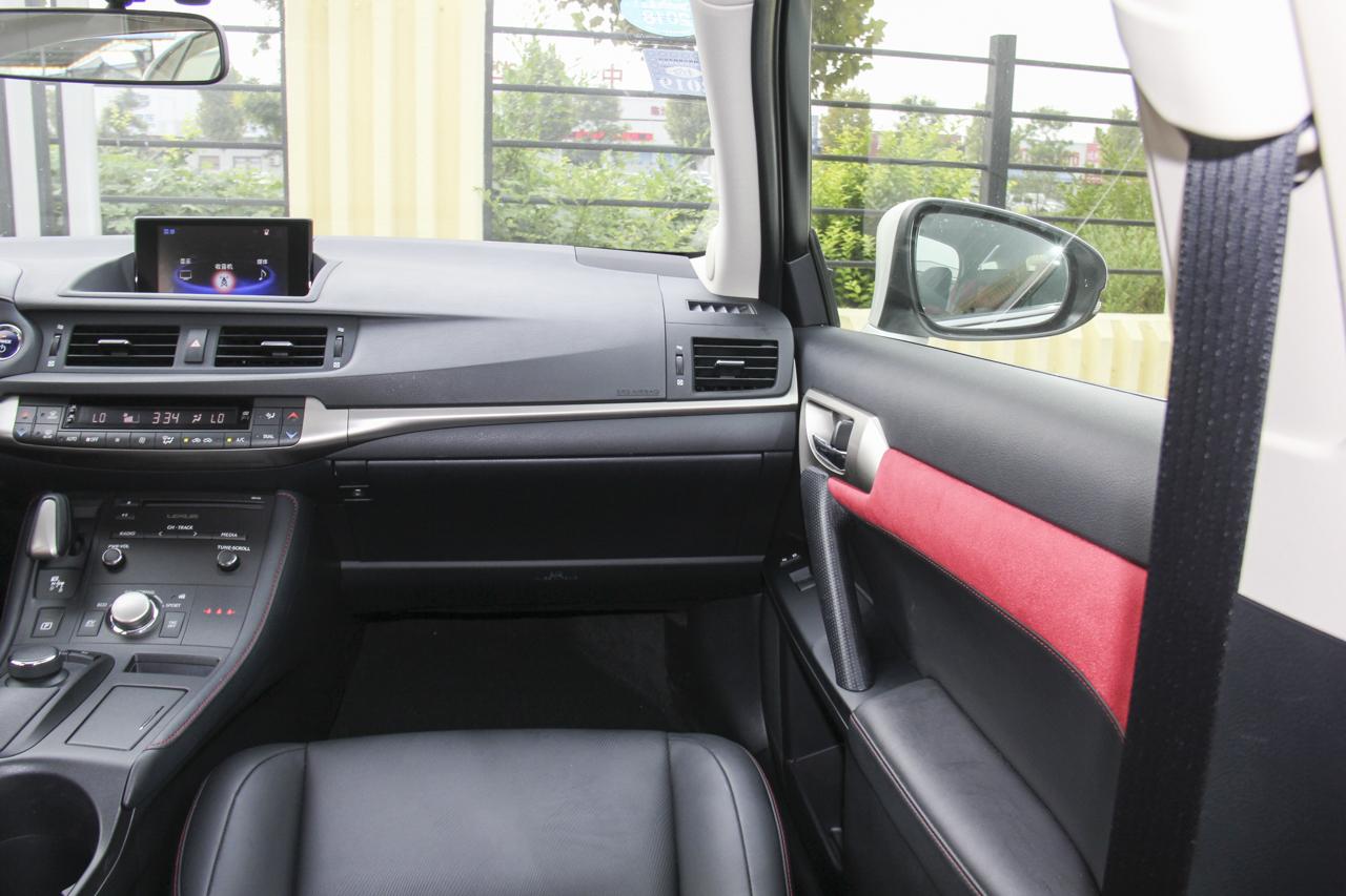 2017款雷克萨斯CT200h 舒适版双色