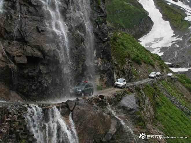 直击国内10大危险公路 自驾游的旅客请注意