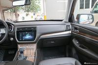 2018款荣威RX8 2.0T自动智联网两驱旗舰版