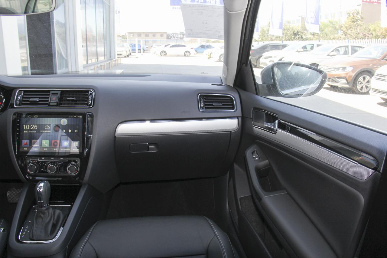 2018款速腾1.6L自动舒适型