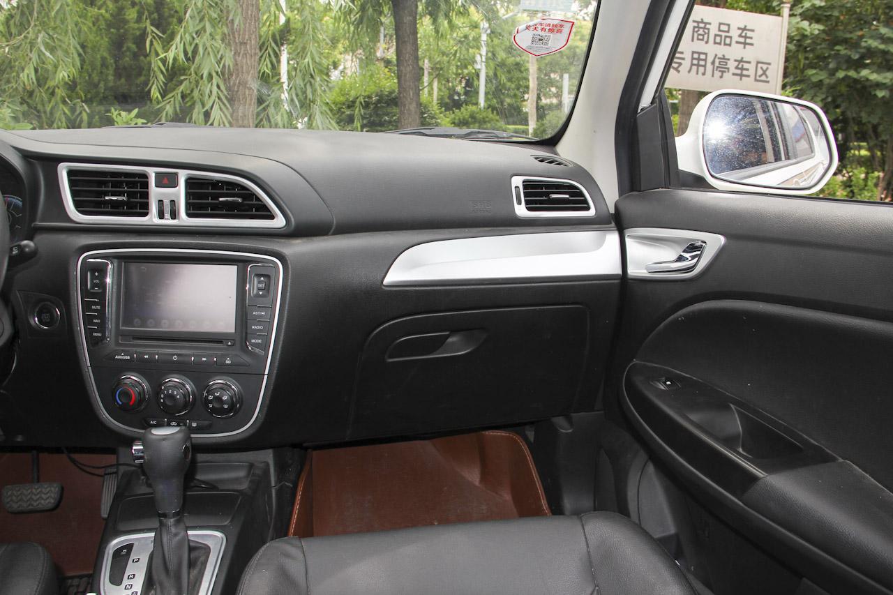 2015款骏派D60 1.8L自动尊贵型 白色