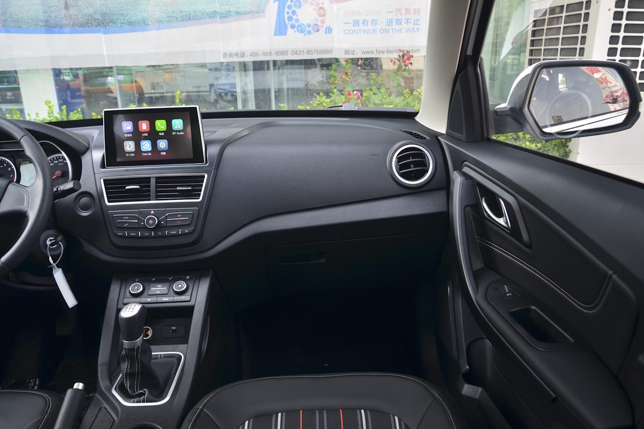 2017款奔腾X40 1.6L手动豪华型