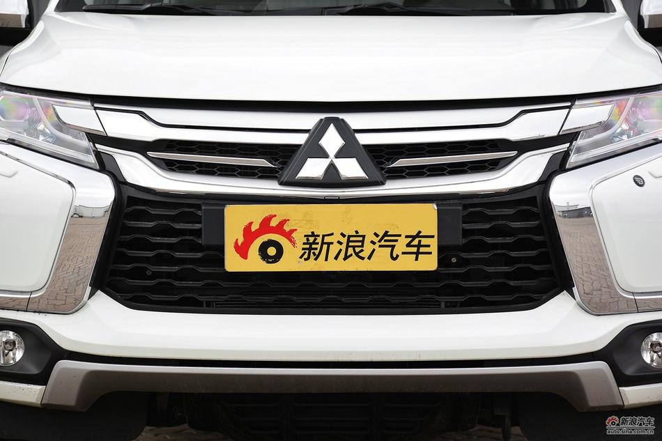 2017款帕杰罗·劲畅SPORT 3.0L自动V6中东版