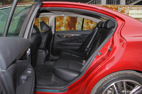 2016款英菲尼迪Q50L 2.0T自动豪华运动版