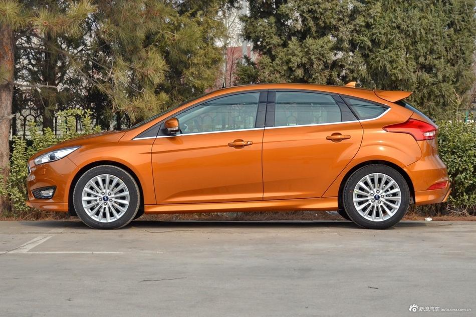 福特福克斯全国8.26万起,新车选它靠谱!