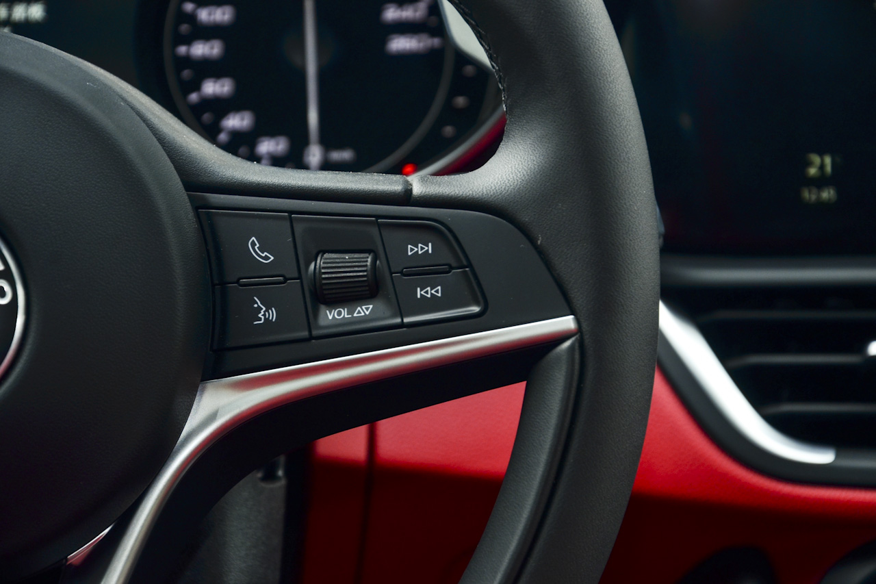 2017款Giulia 2.0T自动280HP豪华版