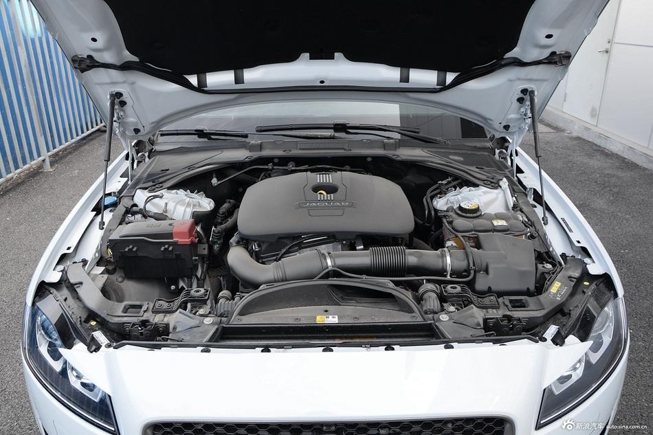 2016款捷豹XF 2.0T自动两驱R-Sport运动版