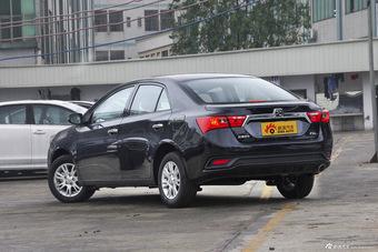 2016款众泰Z300 1.5L手动豪华型