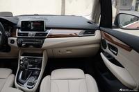 2016款宝马2系旅行车220i 2.0T自动豪华设计套装