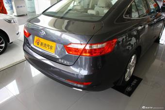 2014款奔腾B70 2.0L自动豪华型到店实拍