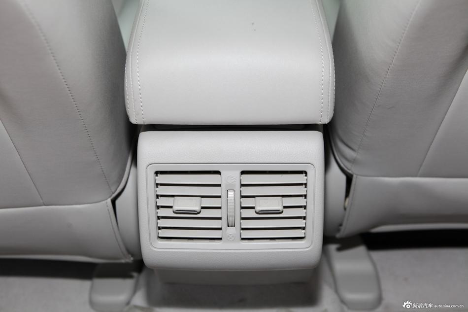 2013款吉利EC8 2.4L自动尊贵型