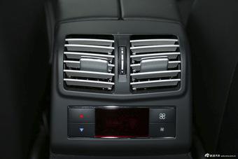 2015款奔驰E400L 3.0T自动豪华型4MATIC运动轿车