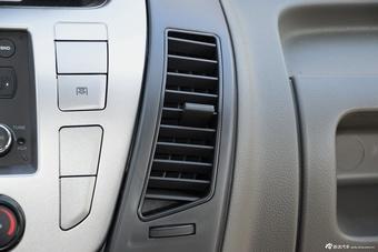2016款上汽大通V80 2.5T手动傲运通短轴中顶6座 国V