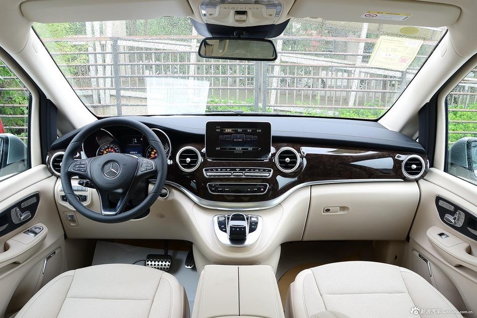 2016款奔驰V级 V260 2.0T自动尊贵加长版