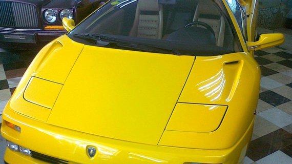 当年桑塔纳卖8000美元,这车卖24万美元,张子强有一辆