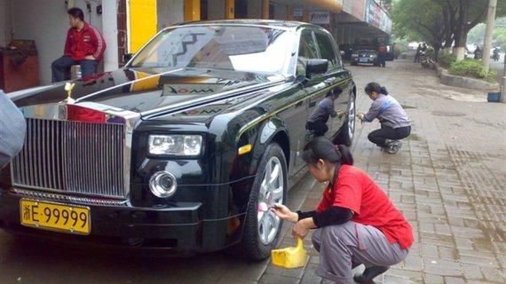 浙江湖州霸气黄牌车,6辆车过半豪车,最后一辆亮了