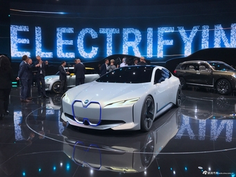 宝马i4新能源