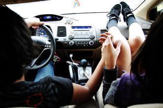 开车别乱摸,摄像头可不是吃素的,小心被拍成高清大片