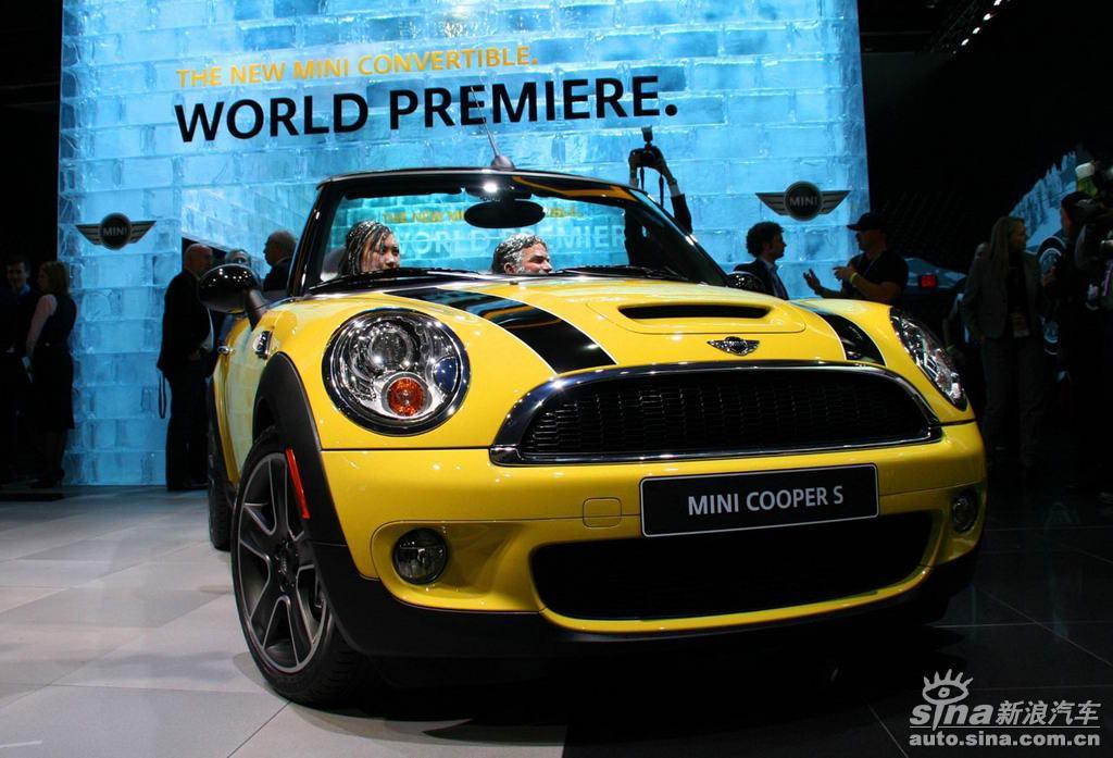 图片说明:第101届北美国际车展于2009年1月11日开幕,与以往北美车展不同的是,环保节能车、混合动力车、电动车以及新能源车已经成为本届北美车展的主流。图为2009年北美车展MINI COOPER S图片。