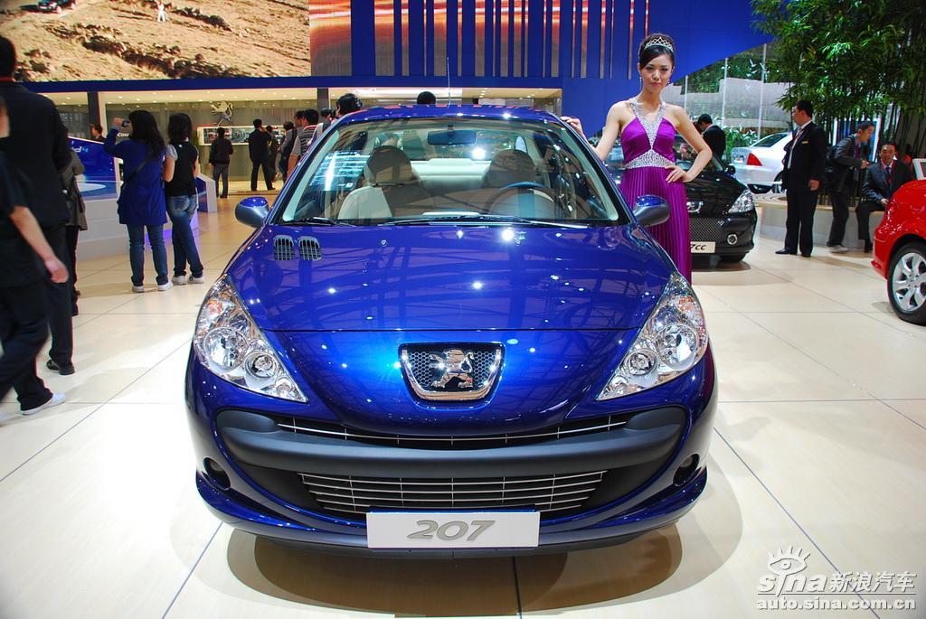 图为上海车展标致展台207三厢图片.