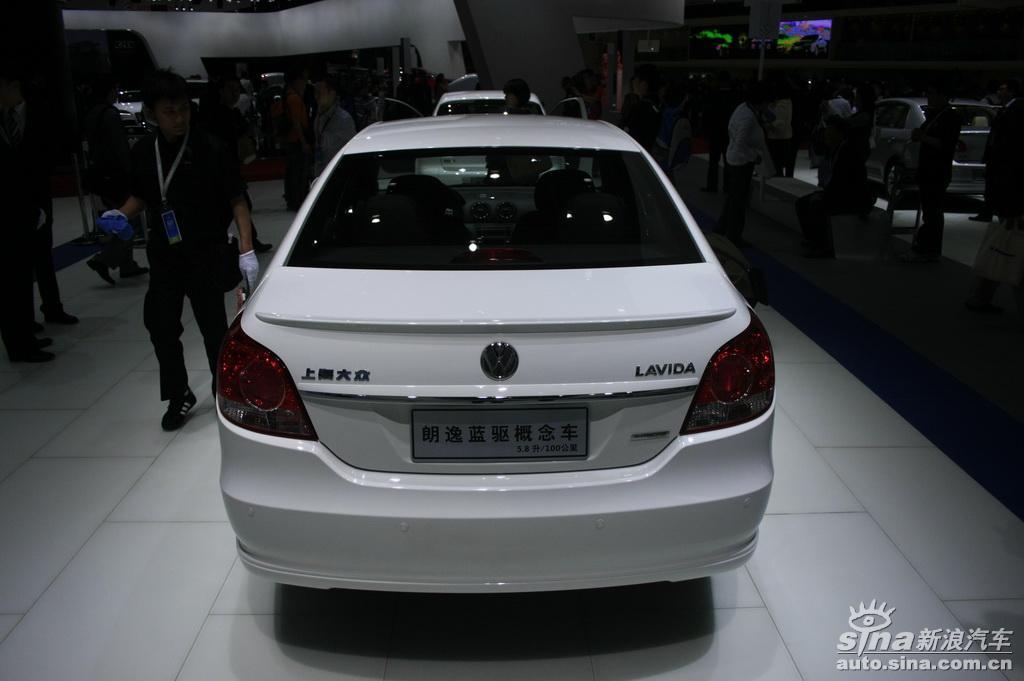图为上海车展上海大众展台朗逸蓝驱概念车型.