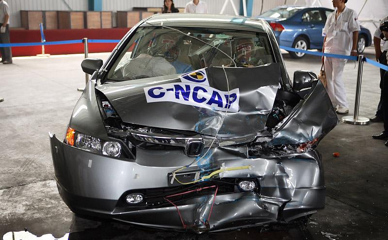 成功完成了东风本田思域车型障碰撞安全试验.生产厂家的相关技术高清图片