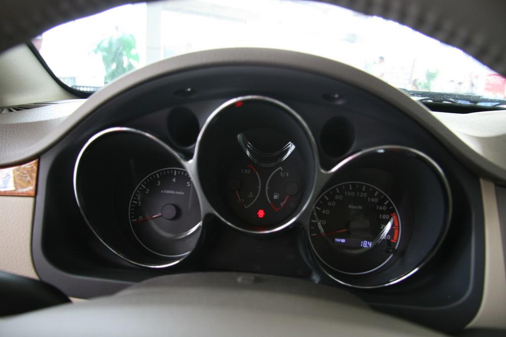 海马汽车海马3仪表盘高清图片