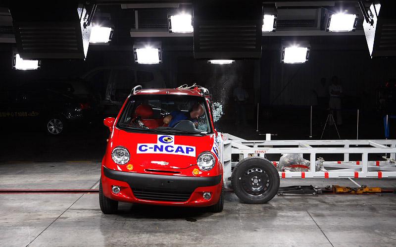 成功完成了雪佛兰乐驰车型碰撞测试.