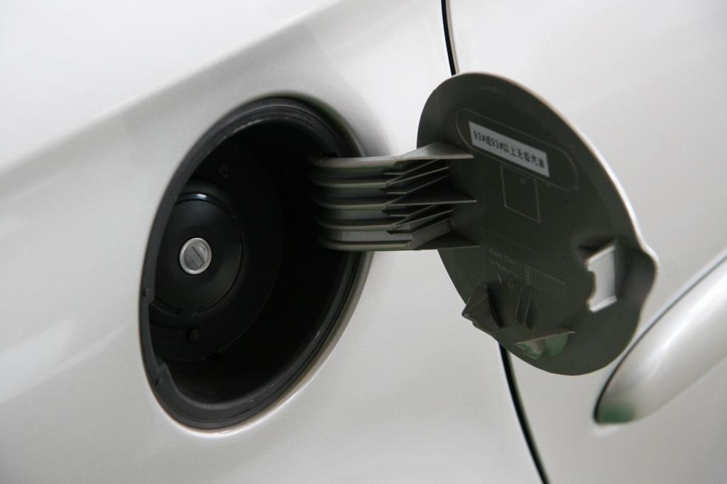 神龙汽车新毕加索油箱盖 137 214高清图片