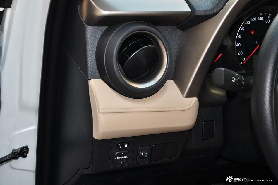 2015款RAV4 2.0L手动两驱都市版