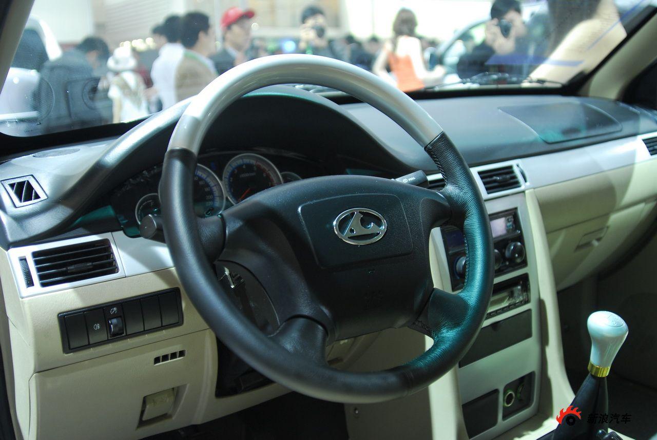 2010年北京国际车展将于4月23日至5月2日在位于北京顺义天竺工业园区的中国国际展览中心隆重举行(零部件展位于中国国际展览中心旧馆)。作为国内著名的车坛盛会之一,本次展会将有89款全球车首发,并且将有95台新能源车现场展示,成为车展新的亮点,总参展车数多达990台。 图中所示为:长丰猎豹CR5