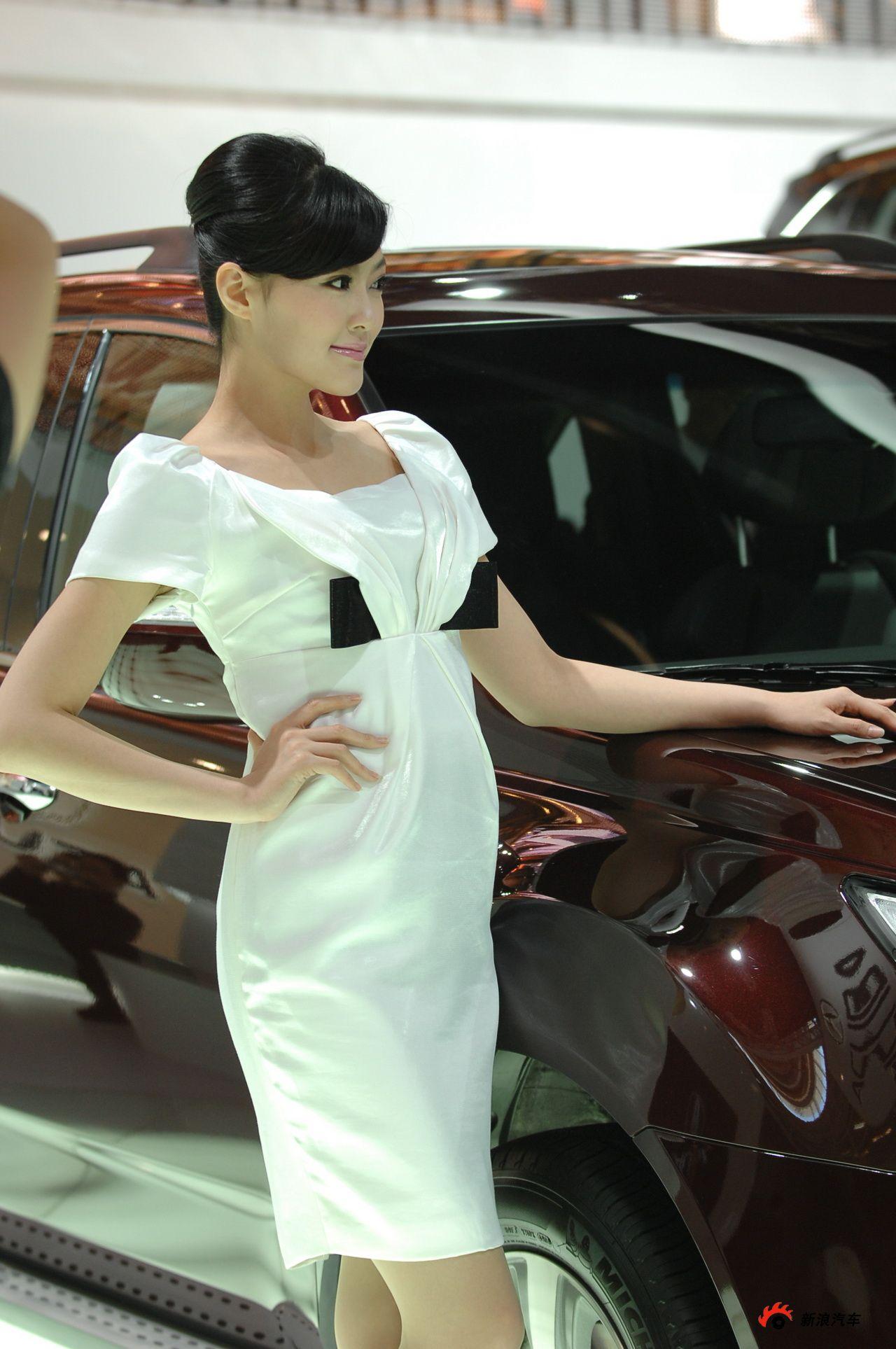 讴歌展台1号模特