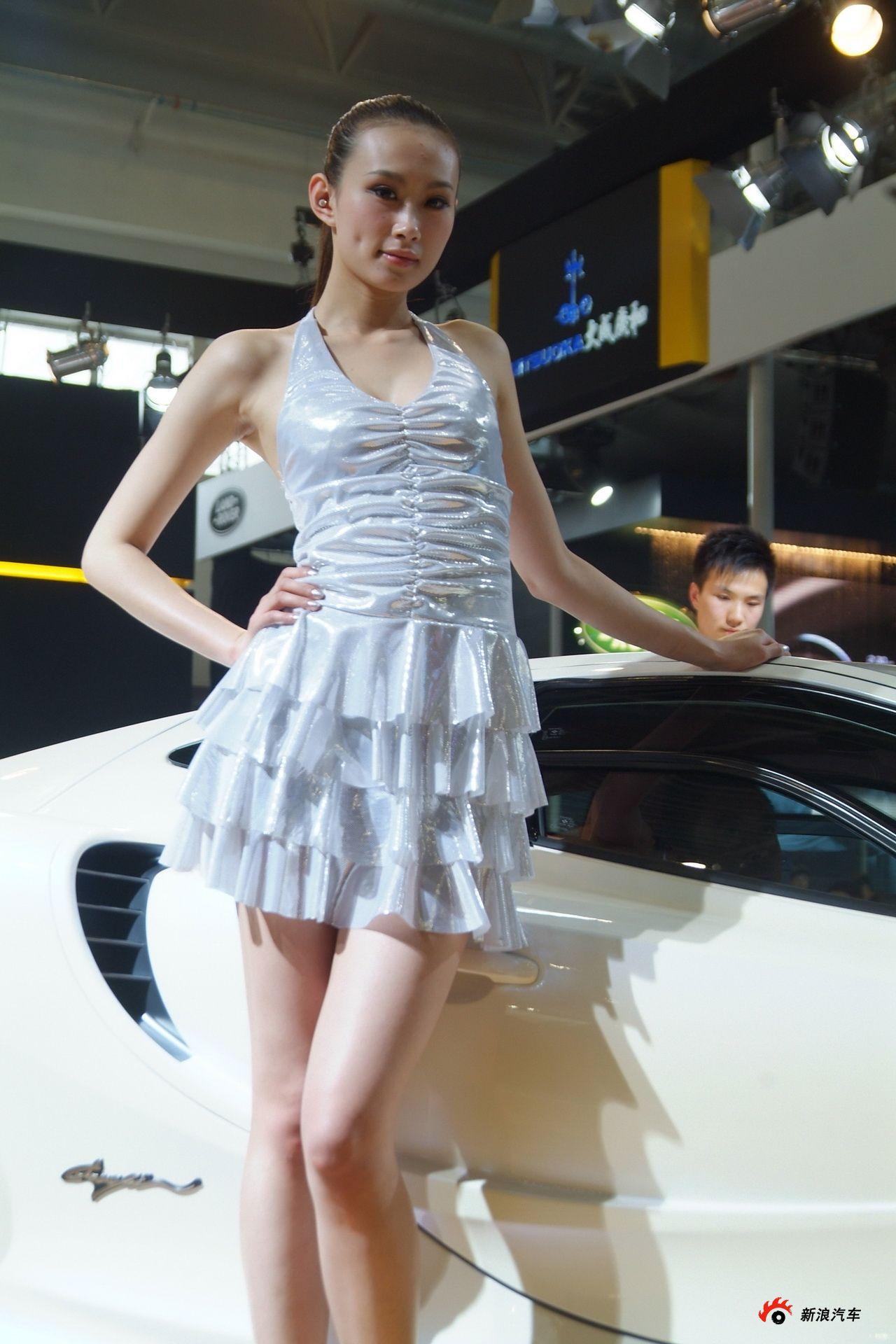 光冈展台3号模特