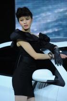 荣威展台1号模特