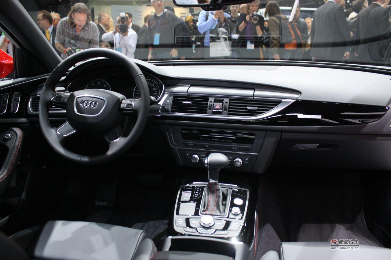 图片说明:2011年北美车展于美国时间1月10日至23日在底特律市COBO国际会展中心举行,作为2011年度第一个大型国际车展,各个厂家均将旗下重要车型在此首发亮相。图为全新奥迪A6图片。 2011-01-11 07:00:17