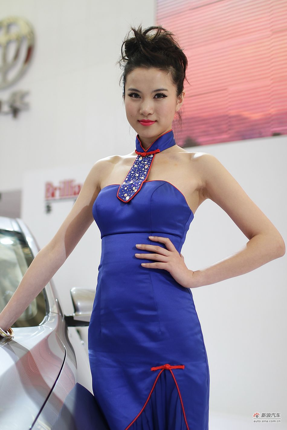 华晨汽车展台4号模特
